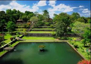Wisata Lombok Yang Akan Membuatmu Ketagihan 03 Taman Narmada