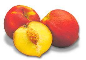 Frutas. Dos duraznos enteros y una mitad