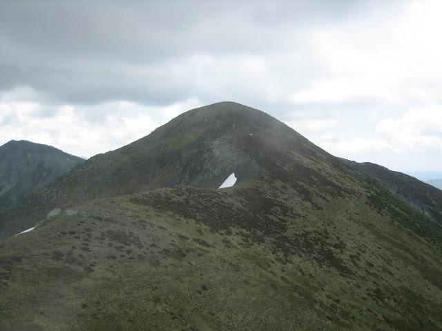 Rutas Montaña Asturias: Vista del pico Huevo desde el Pico Faro