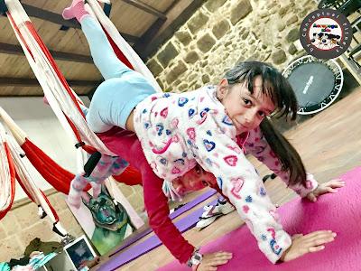 kids, niños, aerokids, aeroyoga kids, aeroyoga, yoga, yoga aereo, aerial yoga, clases, formacion, teacher training, seminarios, padres, talleres, cursos, stage,