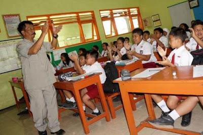Guru Honorer SD dan SMP Dapat Insentif Bulanan