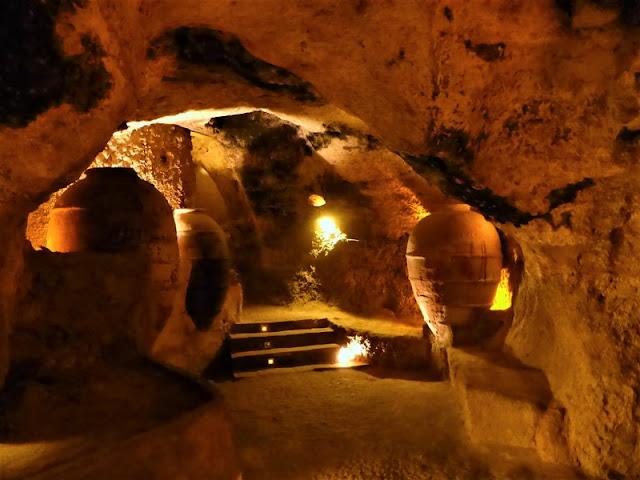 Requena: vasijas en las cuevas de la Villa