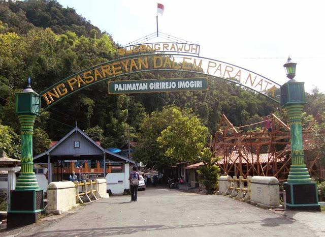 Foto Pintu gerbang Imogiri