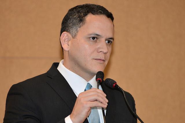 Pablo Barrozo condena violência contra bancos no Oeste e responsabiliza o Governo do Estado