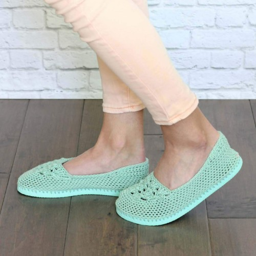 Crochet Slippers with Flip Flop Soles - Free Pattern