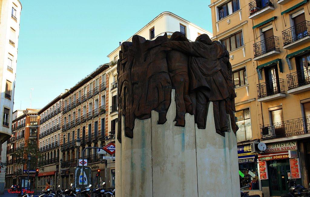escultura-el-abrazo-juan-genoves