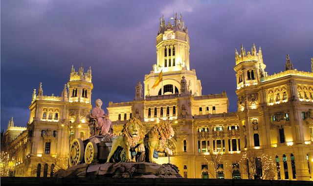 Plaza Cibeles à noite