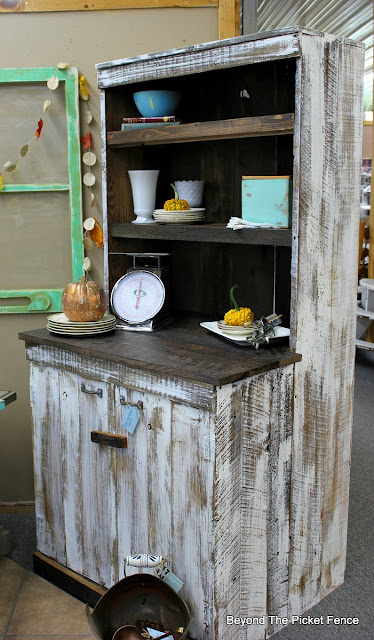 Farmhouse, hutch, barnwood, reclaimed wood, how to build, country, chic, shabby, stain, http://goo.gl/EQu844