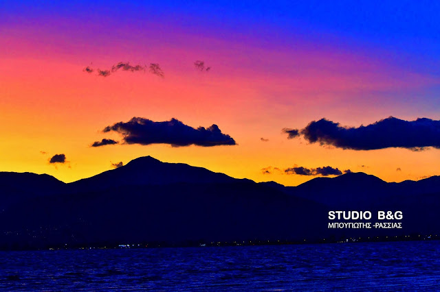 Ναύπλιο: Το καλοκαίρι μας αποχαιρετά με ένα εκπληκτικό ηλιοβασίλεμα (βίντεο)