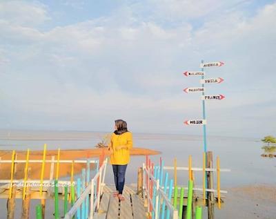 Berwisata dan Menikmati Keindahan Pantai Sepahat Bengkalis