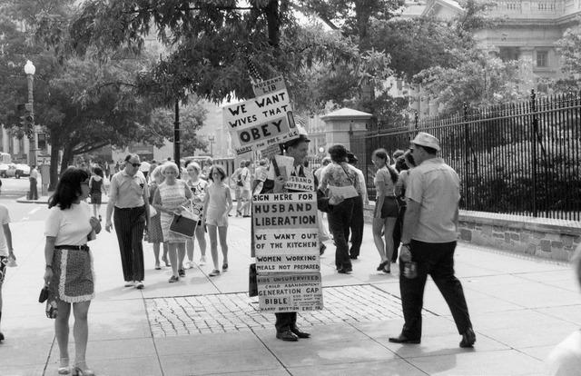 Denis Hagen | fotos curiosas de protestas en los 70's