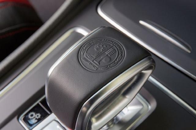 Cần số Mercedes AMG A45 4MATIC 2017 thiết kế thể thao