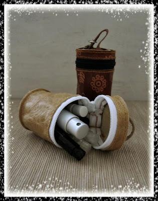 monederos guarda cosas redondos hechos en cuero y piel