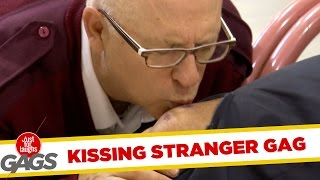 Funny Video – Kissing Strangers Everywhere