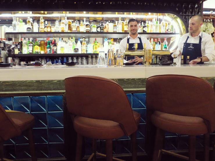 restaurant bar du port St Tropez