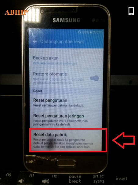 Silahkan pilih reset data pabrik Samsung V2 j1 mini.