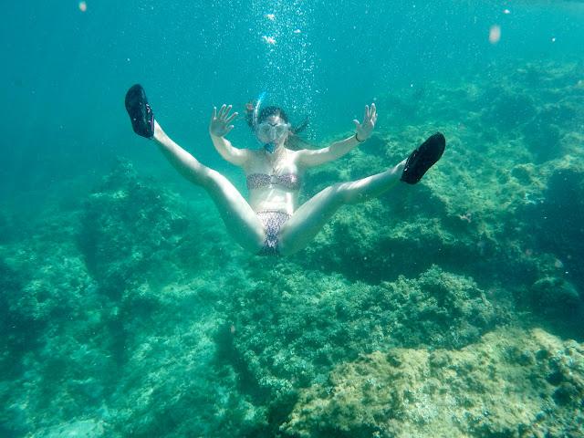 Lena haciendo snorkel en Mallorca