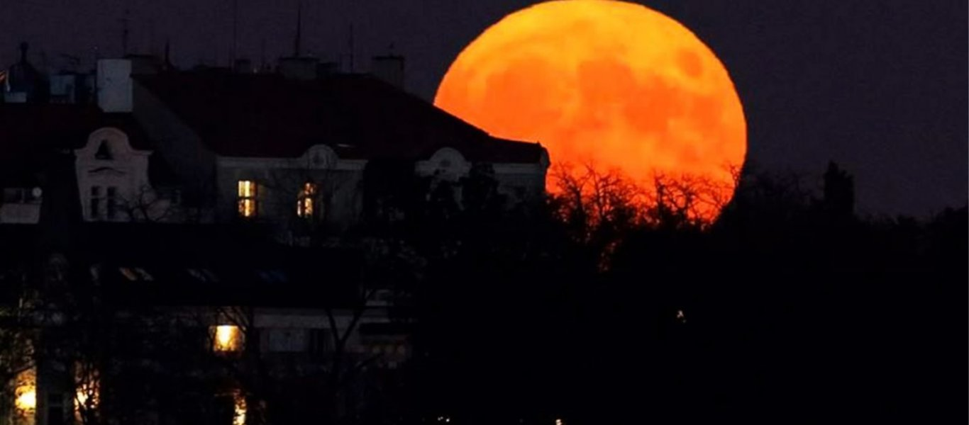 που χρονολογείται φεγγάρι σε καρκίνο