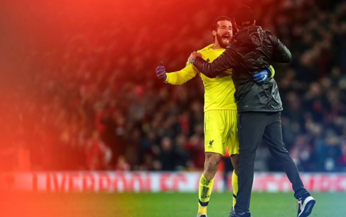 Jurgen-Klopp-runs-on-to-pitch-to-celebrate-late-winning-goal-in-the-derby