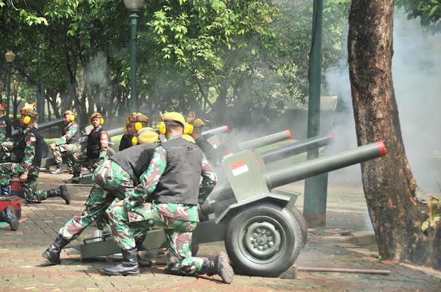 17 Kali Tembakan Meriam TNI Iringi Detik-Detik Proklamasi