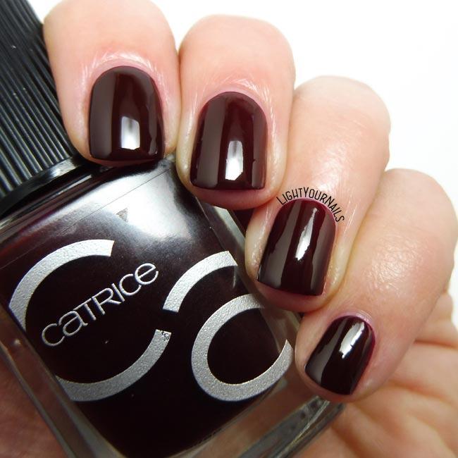 Smalto rosso Catrice ICONails 4 Red Midnight Mystery nail polish