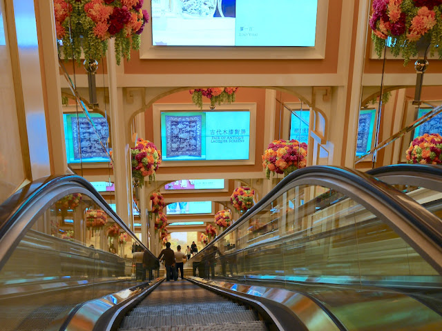 escalator from the SkyCab station at Wynn Palace