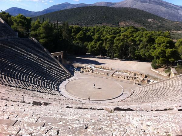 Παρέμβαση Ανδριανού στη Βουλή για τα προβλήματα λειτουργίας του πωλητηρίου στο αρχαίο θέατρο της Επιδαύρου