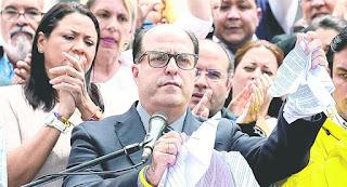 La oposición acusó al presidente Maduro de lanzar un Golpe de Estado.