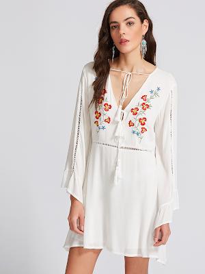 Vestido branco bordado floral