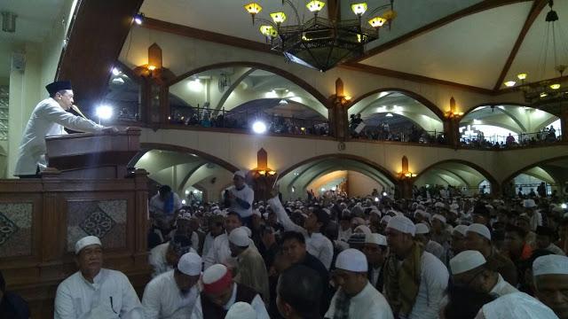 Pejabat Negara Ini Hadiri Subuh 1212 di Bandung Atas Pribadi. Tebak Siapa Beliau? Dedi Mizwar