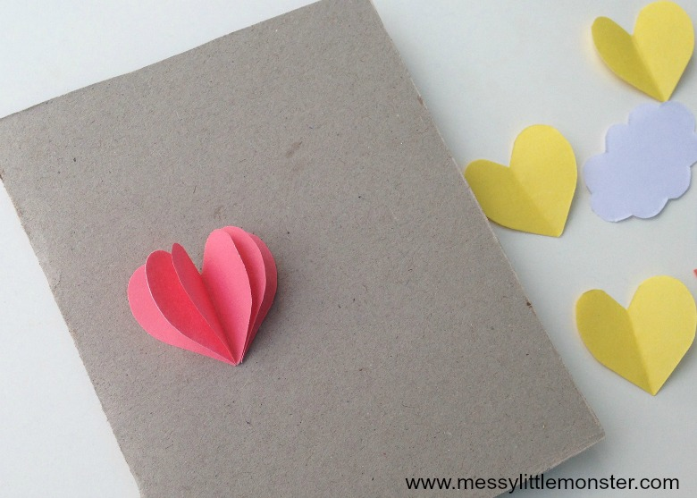 Heart hot air balloon paper craft for kids with free printable template. A 3D 'love is in the air' card to make for someone you love on Valentine's day or just because!