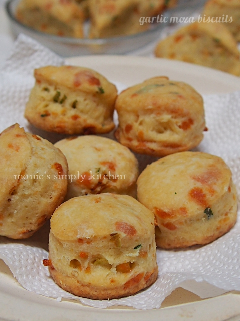 garlic moza biscuits