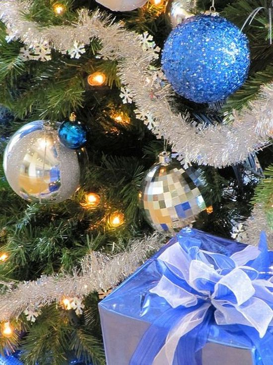blue, white and silver Christmas tree decoration