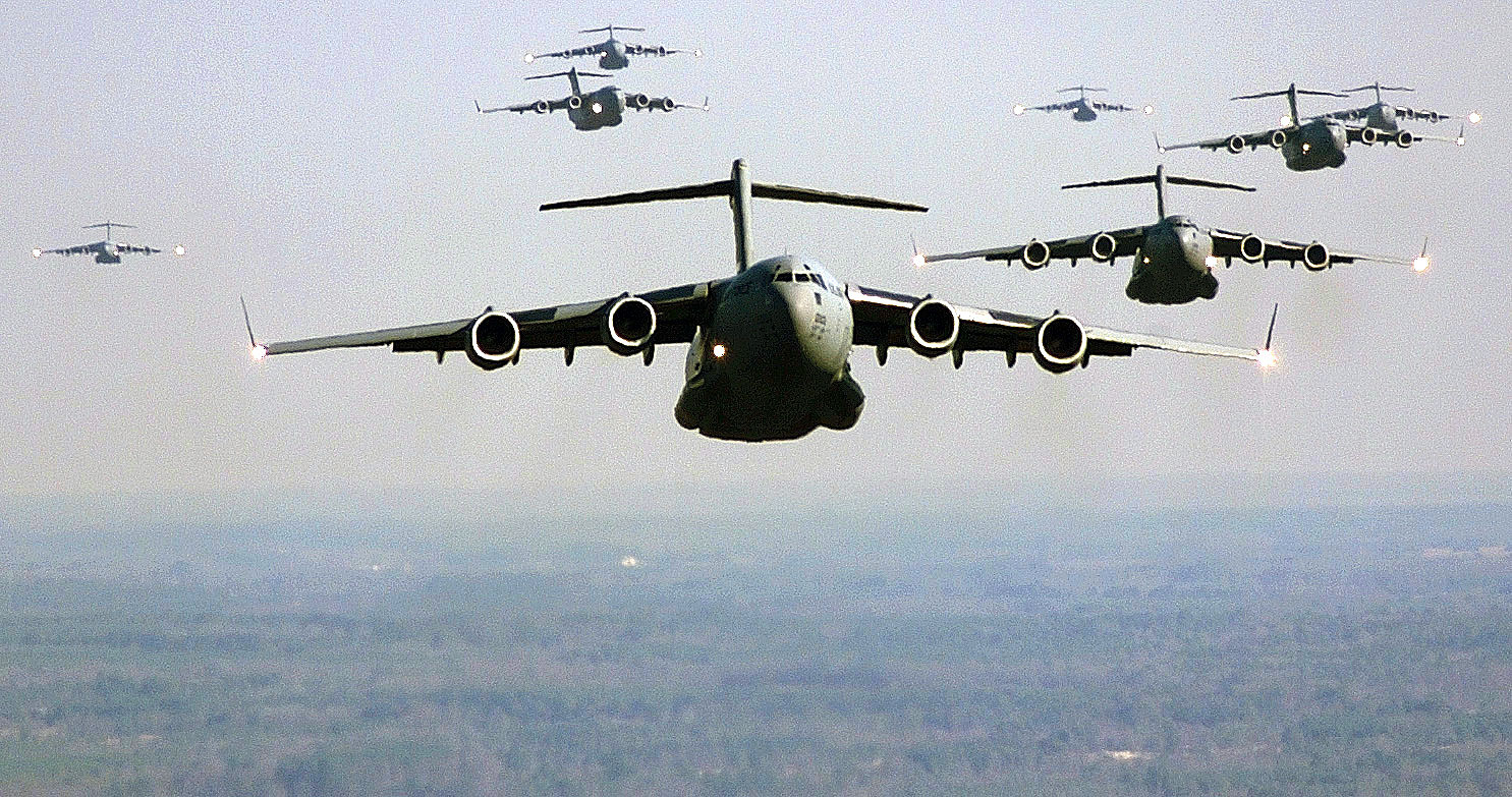 https://4.bp.blogspot.com/-nnB6wcoj5NE/ThXCPxtkstI/AAAAAAAAA8I/DDeBDiZ3ISw/s1600/US_Air_Force_C-17_Globemaster_III_formation.jpg
