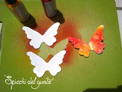 come realizzare delle farfalle di carta colorate