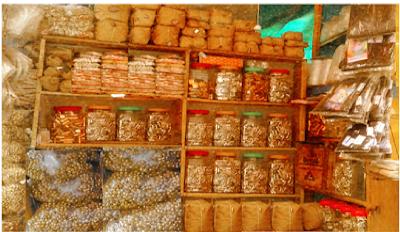 পুরান ঢাকায় তাবিজ-কবজের দোকান