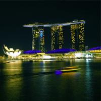 Singapore River merupakan sungai di Singapore yang membuat Singapore selalu terlihat indah saat malam hari.