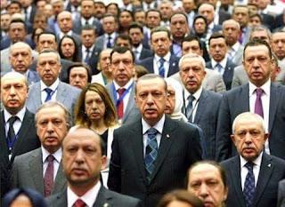 Erdogan ka soo dhexsaar dadkan badan