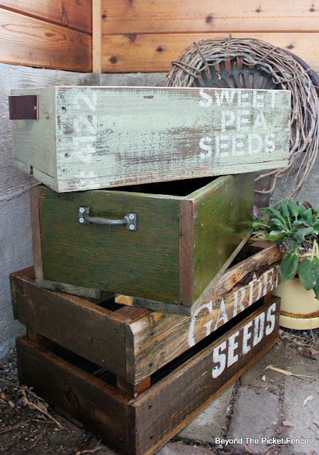 make crates for the garden from reclaimed pallet wood
