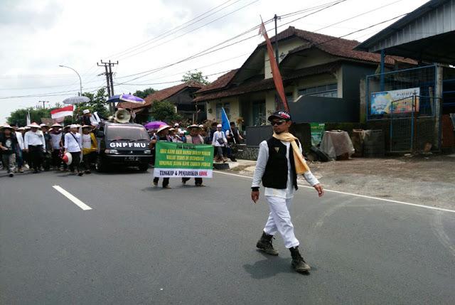 Ribuan Muslim Ciamis Jalan Kaki Ke Jakarta