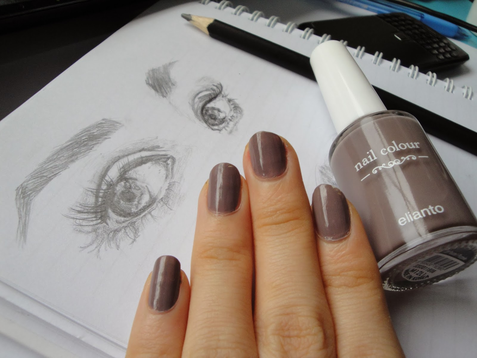 Nail Of The Week (NOTW) : TAUPE | Fretty Anggeni