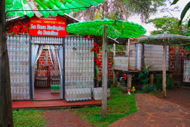 la casa de botellas bottle house