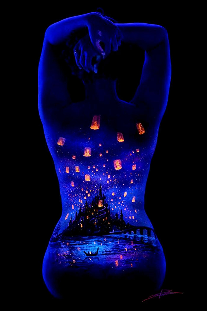 10-John-Poppleton-Body-Painting-turns-into-Body-Scapes-in-the-Dark-www-designstack-co