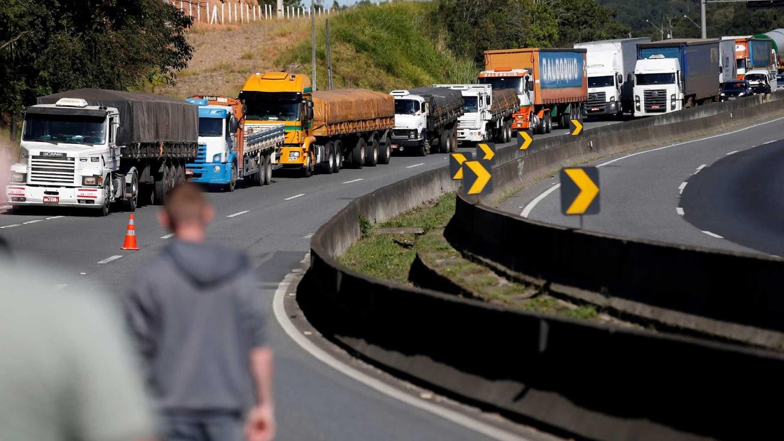 Resultado de imagem para caminhoneiros chorão stf