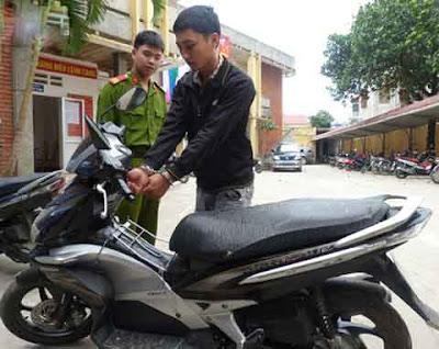 đối tượng trộm cắp mở khóa cổ xe máy bị bắt