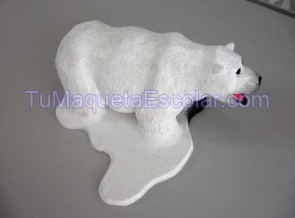 oso polar sobre bloque de hielo