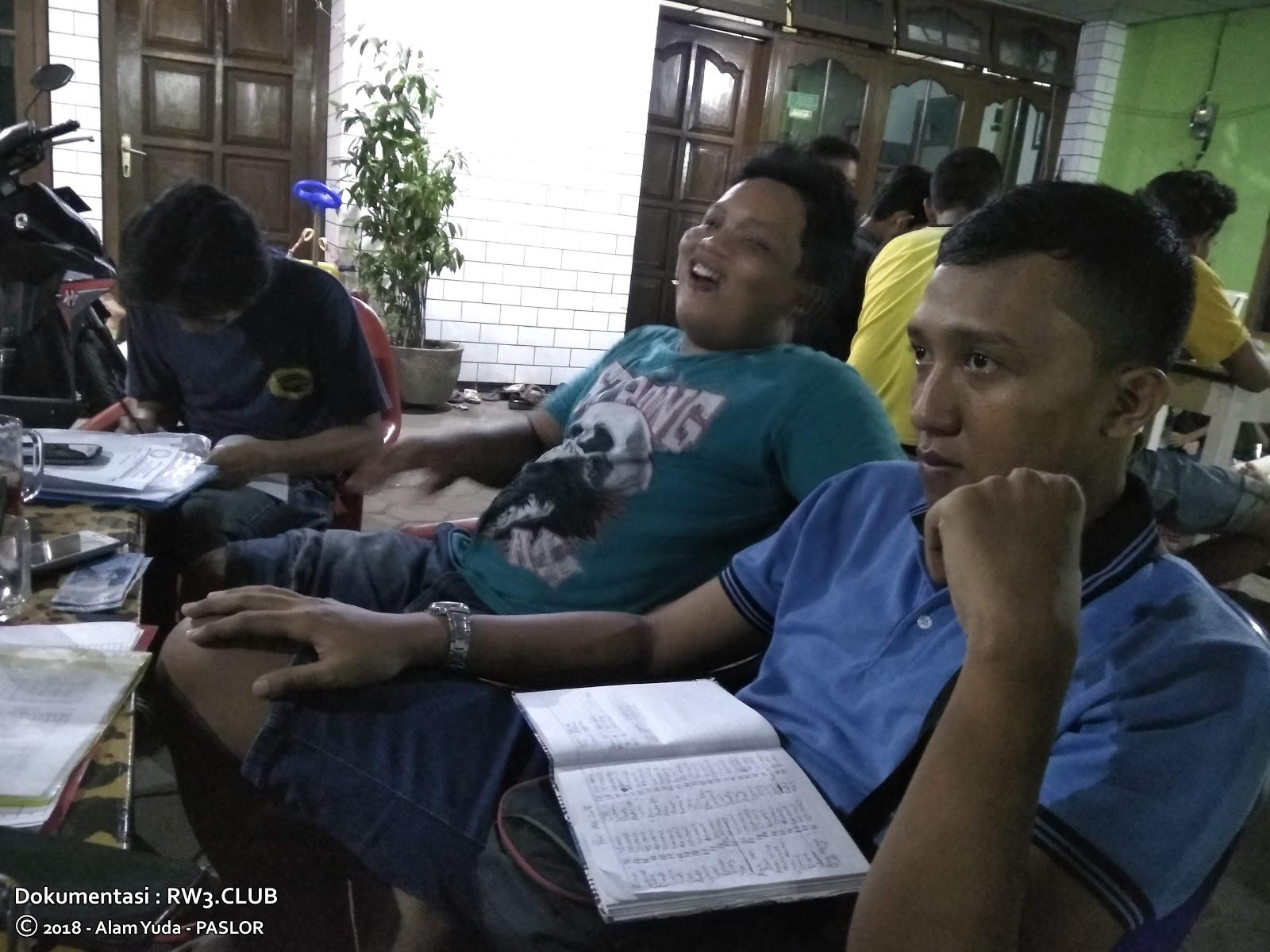 Raditya Nugraha, Imam Sofyan, Saiful Annas - Pengurus Komunitas Pemuda-Pemudi RW-3 NgoPi di Angkringan