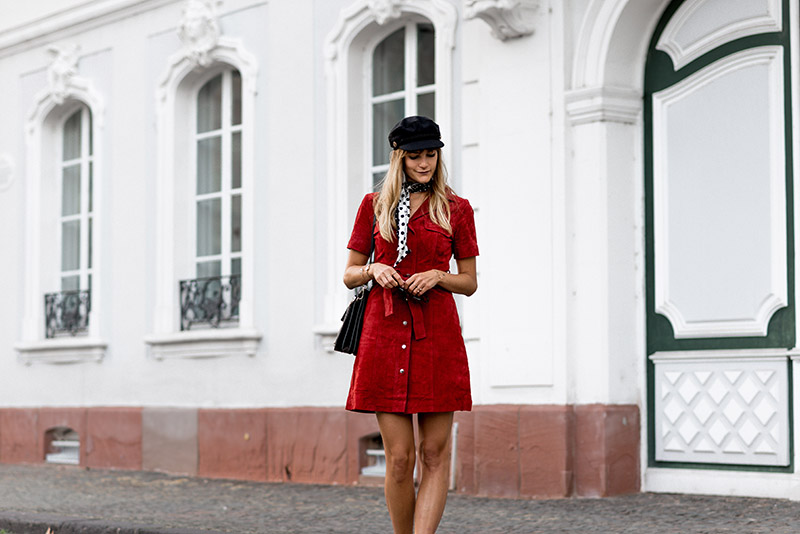 how-to-transition-your-wardrobe-to-autumn-how-to-dress-in-autumn-look-rentrée-2108-curtain-bangs-frange-rideau-blogger-chloe-faye-bag