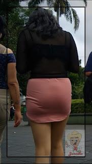 linda chica falda ajustada
