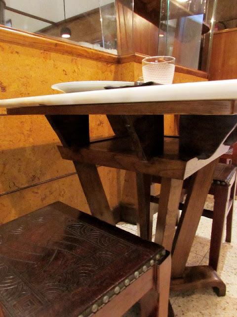 pormenores dos móveis do restaurante Rei dos Queijos